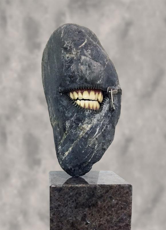 RANGE OF ARTS - HIROTOSHI ITO LAUGHING STONE I